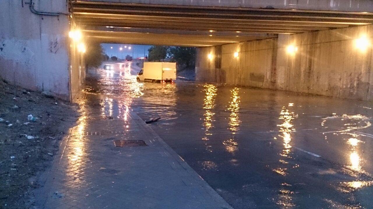 Vuelve la lluvia y las inundaciones a la Avenida de Los Rosales