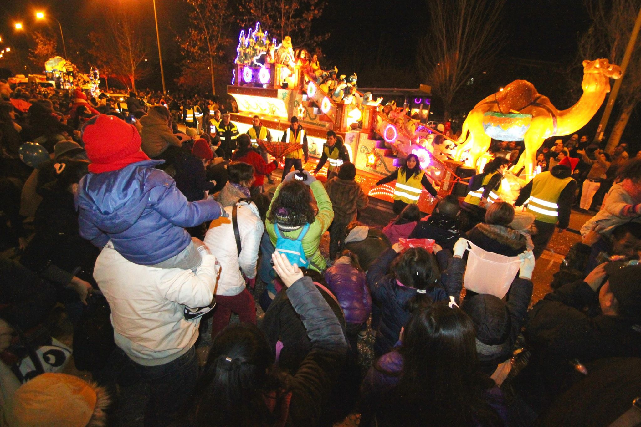 Ilusión y participación en la Cabalgata Popular de Villaverde