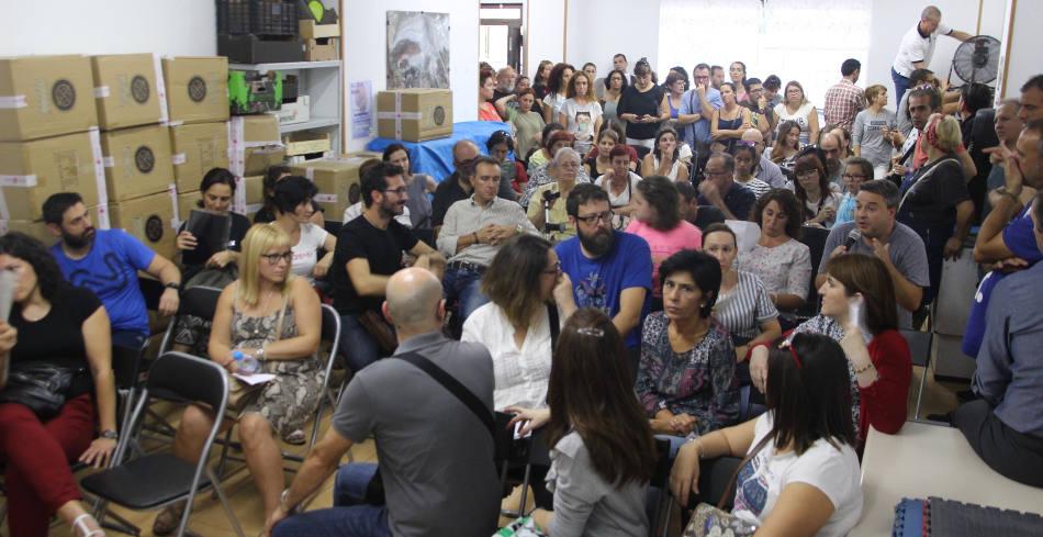 Madres y padres del IES Juan Ramón Jiménez exigen el fin de las obras